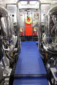 110' Horizon Tri-deck Motoryacht 2007 ENGINE ROOM