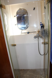 110' Horizon Tri-deck Motoryacht 2007 CREW SHOWER