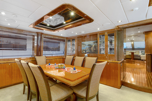 110' Horizon Tri-deck Motoryacht 2007 DINING TABLE