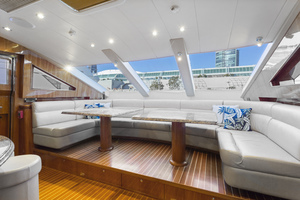 110' Horizon Tri-deck Motoryacht 2007 GALLEY DINETTE