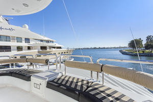 110' Horizon Tri-deck Motoryacht 2007 FLYBRIDGE