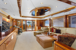110' Horizon Tri-deck Motoryacht 2007 SALON