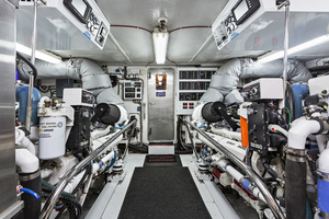 118' Westport Custom 1999 ENGINE ROOM