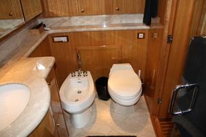 82' Monte Fino Sky Lounge 2002 Master Bath
