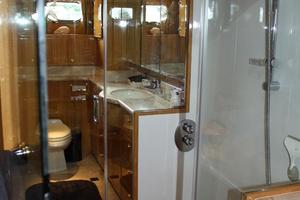82' Monte Fino Sky Lounge 2002 Master Shower