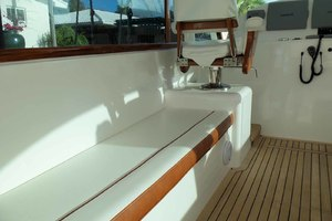 47' Jersey Cape Hardtop Express Sf 2013 Helm Deck Seating Port