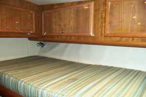 47' Jersey Cape Hardtop Express Sf 2013 Starboard Cabin Upper Bunk