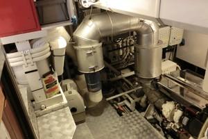 92' Vitters Performance Cruiser 1999 Engine Room