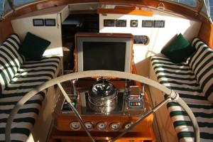 92' Vitters Performance Cruiser 1999 Helm Station