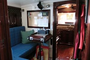 92' Vitters Performance Cruiser 1999 Crew Lounge
