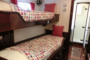 92' Vitters Performance Cruiser 1999 Forward Guest Stateroom