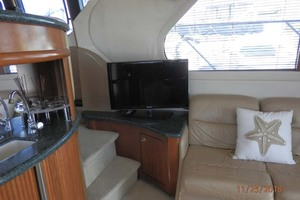 45' Carver 450 Voyager Pilothouse 1999 TV in Main Salon