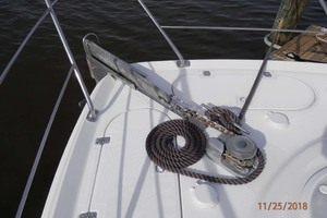 45' Carver 450 Voyager Pilothouse 1999 Anchor Windlass with Foot Controls