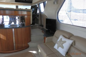 45' Carver 450 Voyager Pilothouse 1999 Salon Starboard View