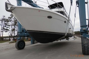45' Carver 450 Voyager Pilothouse 1999 Port View