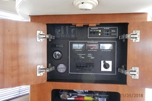 45' Carver 450 Voyager Pilothouse 1999 Generator and AC Breaker Panel