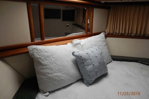 45' Carver 450 Voyager Pilothouse 1999 Guest Bed