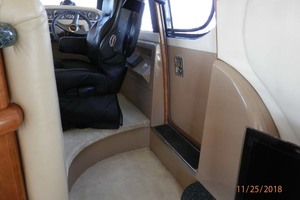 45' Carver 450 Voyager Pilothouse 1999 Cabin Helm Steps