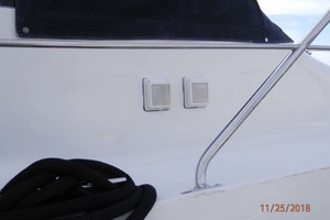45' Carver 450 Voyager Pilothouse 1999 50 amp Receptacle and Breakers on Starboard Side