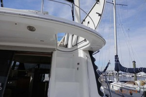 45' Carver 450 Voyager Pilothouse 1999 Stairs to Flybridge with Door Open