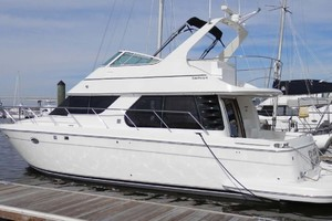45' Carver 450 Voyager Pilothouse 1999 Port Side at the Dock