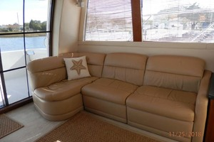 45' Carver 450 Voyager Pilothouse 1999 Sofa and Recliners on Port Side