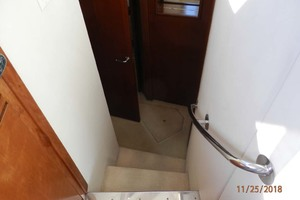 45' Carver 450 Voyager Pilothouse 1999 Steps Down to Stateroom