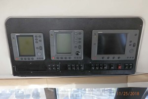 45' Carver 450 Voyager Pilothouse 1999 Lower Helm Monitors
