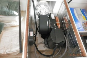 45' Carver 450 Voyager Pilothouse 1999 Guest Storage Under Bed