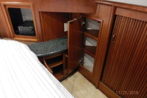 45' Carver 450 Voyager Pilothouse 1999 Master Stateroom