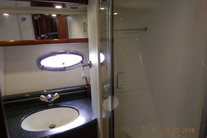 45' Carver 450 Voyager Pilothouse 1999 Guest Head
