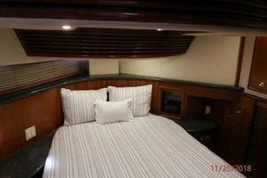 45' Carver 450 Voyager Pilothouse 1999 Master Stateroom Bed
