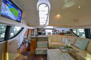 53' Carver 530 Voyager Skylounge 2002 Stairs to Bridge