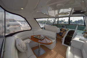 53' Carver 530 Voyager Skylounge 2002 U Shape Seating