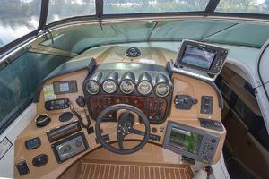 53' Carver 530 Voyager Skylounge 2002 Helm