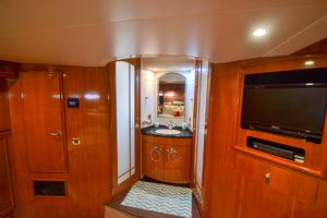 53' Carver 530 Voyager Skylounge 2002 Master Stateroom Head