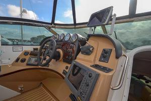 53' Carver 530 Voyager Skylounge 2002 Electronics
