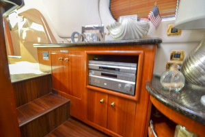 53' Carver 530 Voyager Skylounge 2002 Stereo