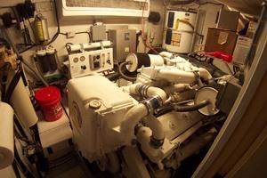 61' Hatteras 61 Motoryacht 1980 Stbd Engine