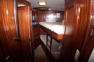 61' Hatteras 61 Motoryacht 1980 Guest / Crew Stateroom