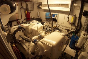61' Hatteras 61 Motoryacht 1980 Port Engine