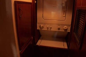 61' Hatteras 61 Motoryacht 1980 Washer Dryer