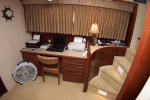 61' Hatteras 61 Motoryacht 1980 Office