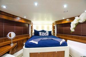 92' Sunseeker 28m Yacht 2015