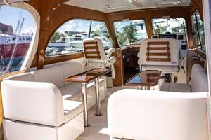 36' Hunt Yachts Harrier 2015 Pilothouse Seating