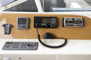 65' Marquis 65 Skylounge 2008 Electronics at the helm