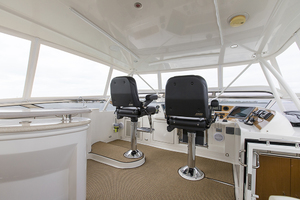 65' Marquis 65 Skylounge 2008 Helm station