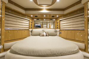 65' Marquis 65 Skylounge 2008 VIP stateroom