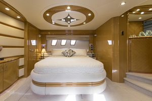 65' Marquis 65 Skylounge 2008 Master stateroom
