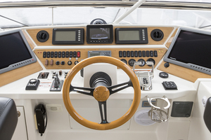 65' Marquis 65 Skylounge 2008 Helm dashboard